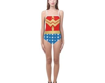 Wonder Woman insignes Strappy maillot de bain | Justaucorps de danse | Impression de gras | Design moderne | Une seule pièce nager porter patinage | Taille XS S M L XL 2XL 3XL