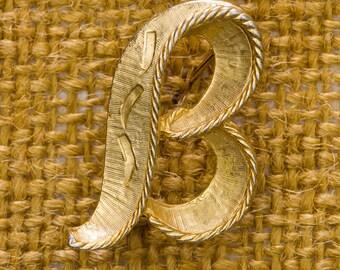 """Gold Letter B Brooch Vintage Etched Script """"B"""" Broach Vtg Pin 7JJ"""