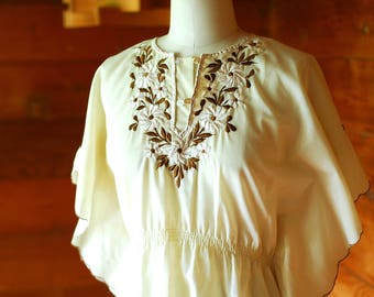 vintage 1970s embroidered blouse / size small medium large