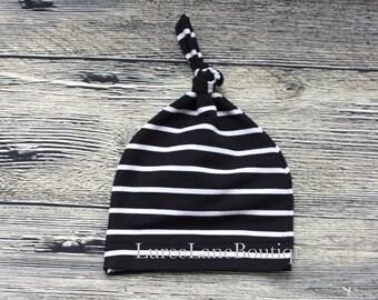 Black baby beanie/Newborn beanie/Knot baby hat/Knot baby beanie/Infant knit hat/Striped baby hat/Baby shower gift/Newborn hat/Newborn beanie