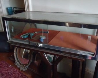 Great Vintage Glass Display Case Counter Top Lockable Take A L@@K!!