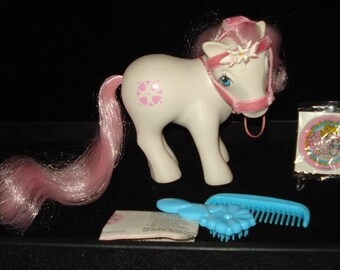 FREE SHIPPING Vintage 1983 My Little Pony - Sundance wearing bridle - with comb+brush and sticker - EUC
