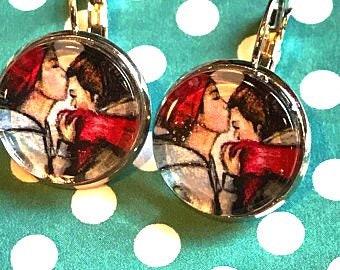 Kissing couple cabachon earrings - 16mm