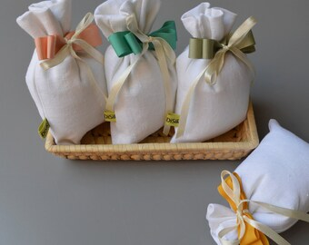 White linen mixed bag-with confetti-green water ribbon-favor