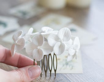 White hydrangea hair comb - flower hair comb - garden flowers hairpiece - flowers for hair - bridal flower comb - wedding hair flower