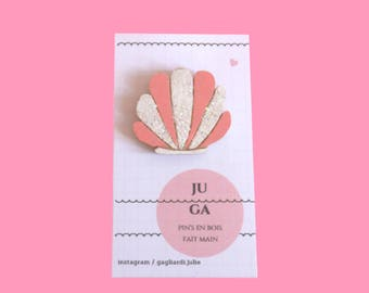 Pin's pink shell with glitter, brooch, wood, handmade