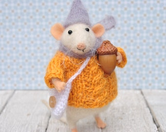 Mouse with acorn Felted wool mouse Stuffed animal Miniature art doll Gift for wife Soft sculpture Autumn decor Felted ornament Mom  gift