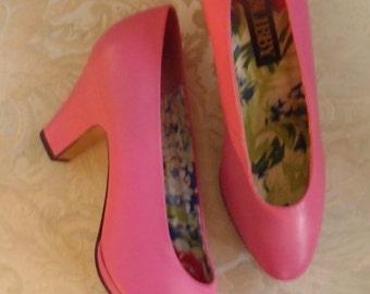 Bubble Gum Pink Pumps, Size 8 med
