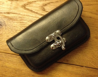 An authentic hip bag with several possible finishes.