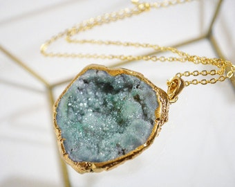 Gemstone necklace | Green necklace | Gemstone | Boho necklace | Holiday gift | Gift for her | Green and gold necklace | Pendant | Gift