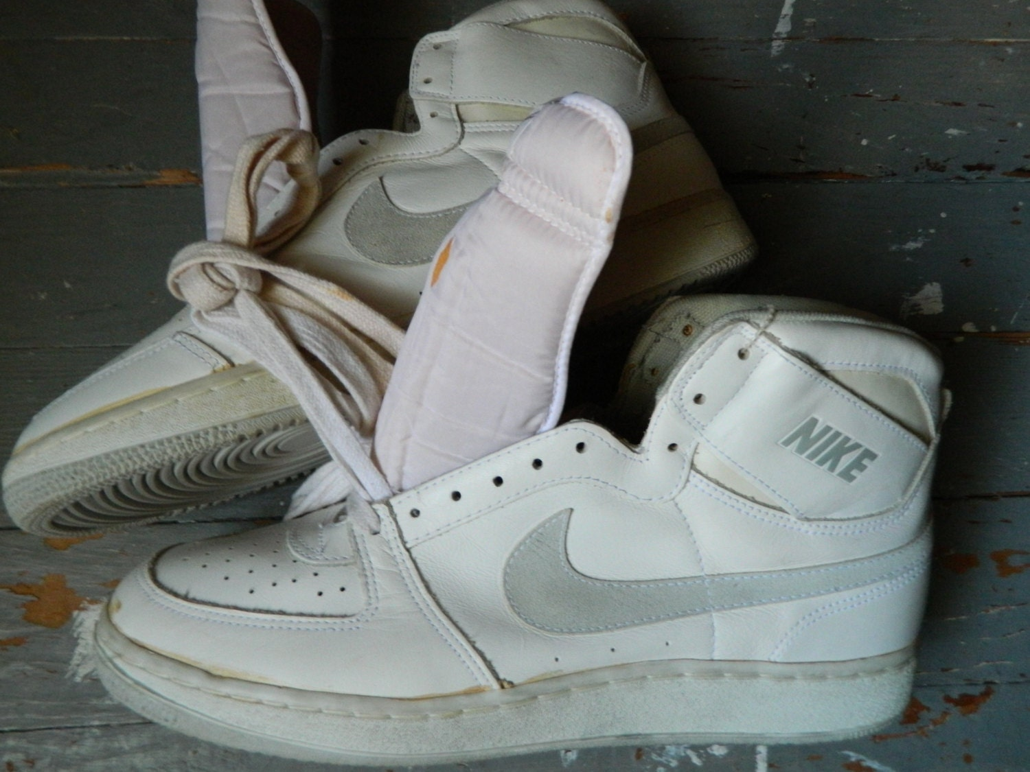 basic nike basketball shoes old nike tennis shoes