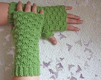 PATTERN - Comfy Shells Fingerless Gloves - Free International Shipping