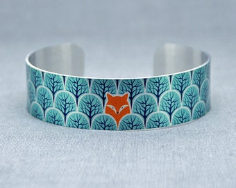 Cuff bracelet with foxes, brushed silver metal bangle in teal, wildlife woodland animals gifts. Fox lovers gift. Secret message. B471