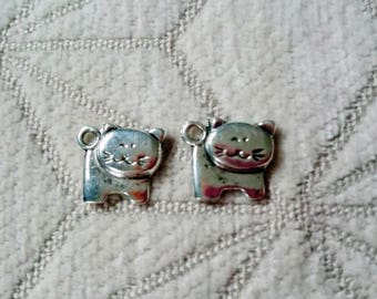 2 cats in silver colored metal charms