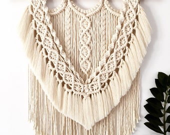 "Big Macrame Wall Hanger ""Lizzy"" in Off-white 