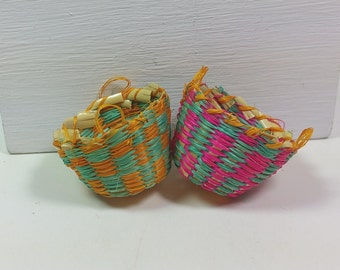 MINIATURE WOVEN BASKETS, Set of 2, Traditional 1:12 Scale, Colorful, Vintage Dollhouse, Shop, Store Display, Decor