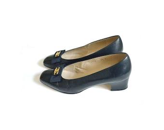 Mod 1960s Style Navy Shoes / Bow Front Shoes / Navy Shoes / Blue Flat Shoes / Women Shoes  Flat / Vintage Accessories Shoes / Size 8.5