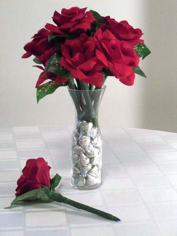 Flower Pens and Hershey\'s Kisses Red Roses Bouquet