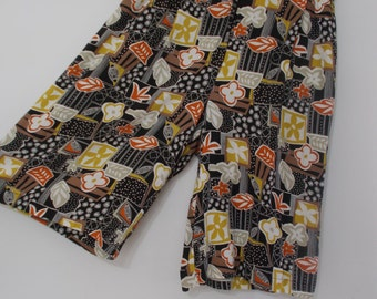 Vintage 80s Bermuda shorts by Mamut Moden chocolate brown with floral pattern size small