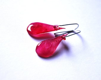 Real tulip Hippie jewelry, Boho red Gypsy earrings gift, lucite red flower earrings, Rockabilly jewelry, Botanical gift for Nature lovers