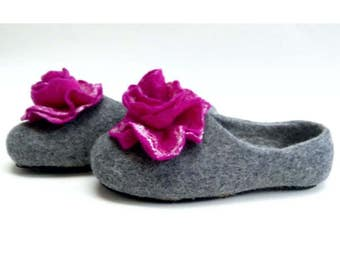 Handmade wool felted slippers with rubber soles- house shoes-roses-fuchsia-fuchsia flowers roses