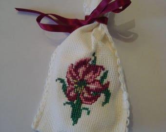 Flower sachet to the cross stitch