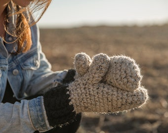 Thick crocheted mittens/Choice of colors/The Lucy mittens
