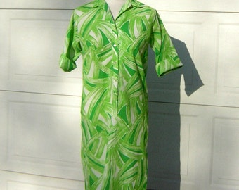 """Green Shift Dress Citrus Lime Vintage 60s Simple Lines Easy Wear & Care - Bust 40"""" Size 11 / 12"""