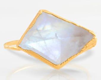 Edgy Rainbow Moonstone Ring, Modern Jewelry, June Birthstone Ring, Moonstone Stacking Ring, Unique Engagement Ring, Geometric Ring Moonstone