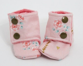 Baby slippers, Stay-on booties, Pink floral, Minky and cotton, Toddler boots, Children shoes, Warm and Cozy, Shower gift idea, Cold winter