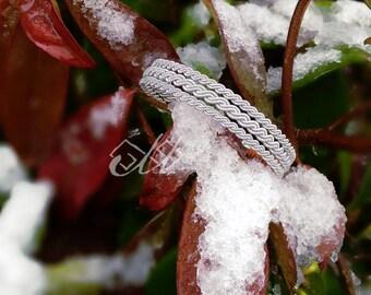 Liljá | Bracelet en cuir et fil d'étain | Inspiration bijoux scandinaves et finno-ougriens | Tenntråd | Passementerie