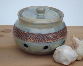 Garlic keeper, garlic jar, pottery garlic keeper, ceramic garlic jar, garlic container