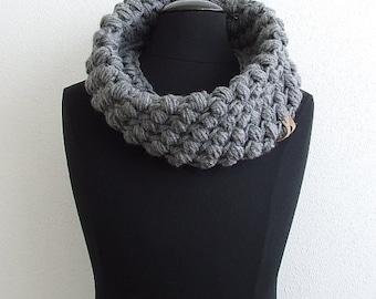 Chunky Crochet Cowl Scarf, Neck Warmer, Gray Crochet Infinity Scarf, Girlfriend Gift, Wife Gift