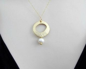Minimal Necklace, Dainty Gold Necklace, Freshwater Pearl Necklace, Single Pearl Necklace, Womens Gift, Minimalist Necklace, Pendant Necklace
