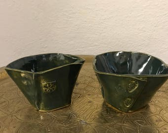 Pair of emerald green bowls in stoneware. Set of 2 unique bowls, stoneware green.