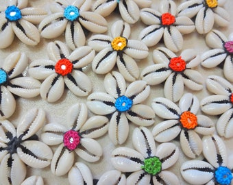 Cowry Shell Motifs, Cowry Shell Rosettes , Cowrie Appliques, Mirror Appliques - 5 Cowrie Shells Flowers with mirrors