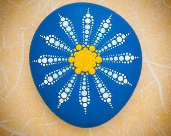 Mandala Stone 'Dainty Daisy'