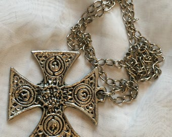 Large Celtic Cross Pendant - Silvertone - Vintage Jewellery