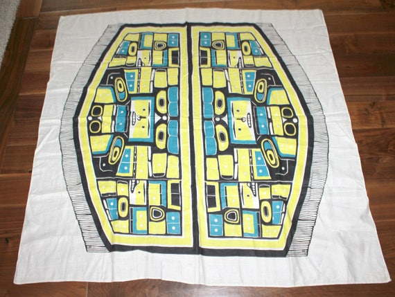 Vintage Alaskan Totem Pole Tablecloth, Square 51 x 51, NW Inuit Alaska Table Cloth