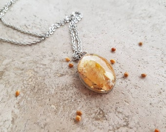 Cabochon pendant with Flower and chain