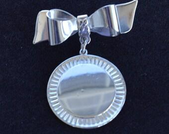 CORO Silver tone Bow, Dangle Brooch, Vintage (AB16)