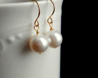 White pearl earrings, simple pearl earrings, drop pearl, bridal pearl earrings, gold pearl earrings, bridesmaids jewelry
