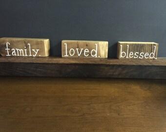 Bloques de palabra en reciclado de madera