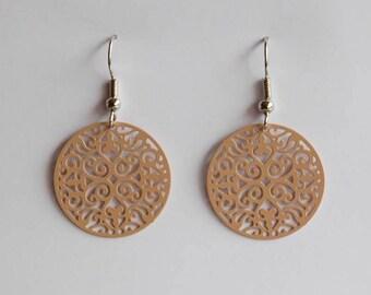 Middle ornament earrings in beige
