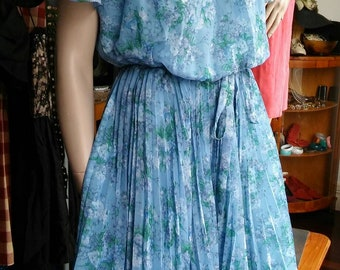 Blue floral fluttery 70s party dress with belt