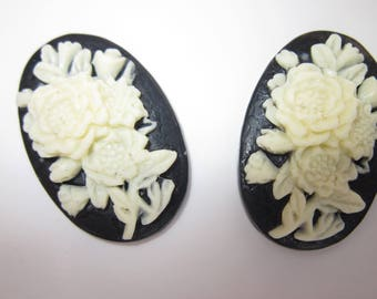 2 resin cameos to paste 20x30mm flower bouquet design (2-2006).