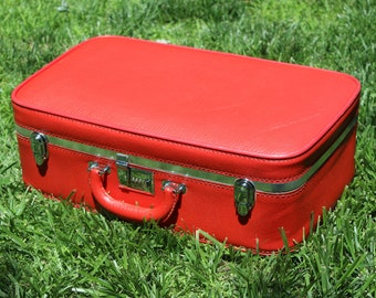 Vintage Ventura Red Suitcase with 3 Digit Combination Lock that Works Red Luggage Silver Metal Accents Soft Padded Ventura Luggage Bag