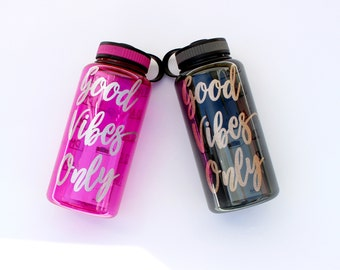 Good Vibes Only water bottle wide mouth - Inspirational bottle with chart - Water Tracker Good Vibes Motivation Glitter water track bottle