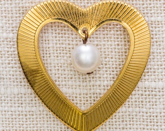 Pearl Heart Brooch Vintage Etched Shiny Gold Dangling Bead Broach Vtg Pin 7JJ