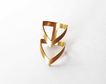 Dichiarazione dell'oro dell'anello del chevron di anello, oro, placcato in oro anello in bronzo, dichiarazione anello, anello V, cyber lunedi vendita, anello architettonico,